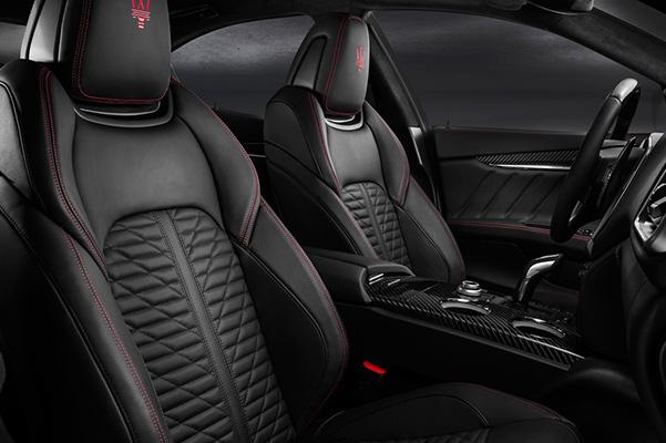 2020 Maserati Ghibli interior